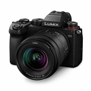 Panasonic Lumix S5 + 20-60mm - slant