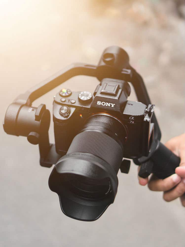 How does a camera gimbal work?